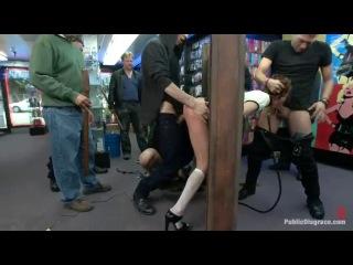 Скриншот: Публичный секс трах на улице толпа мужиков трахает по очереди сучку во все дырки грубо и жестко групповуха мжм унижение доминирование - 1